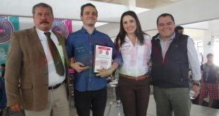 Injuventud lleva conferencia de Ricardo 0'Farrill a estudiantes zacatecanos