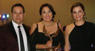 """Godezac entrega a Dolores Trejo galardón """"Retorno a mis Raíces"""""""