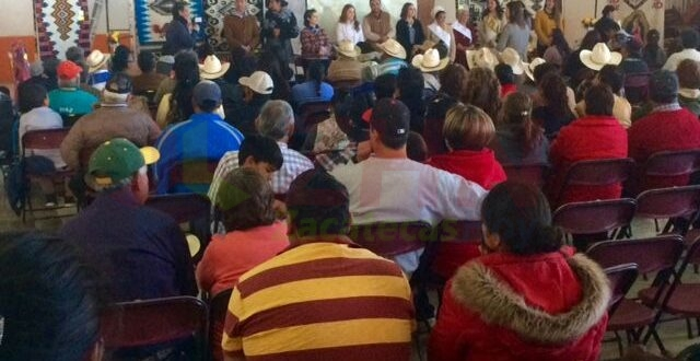 Premia Godezac a ganadorfes del XX Concurso Estatal de Artesanía Textil en Lana