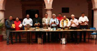 El colectivo Renata dona libros a bibliotecas del Cobaez