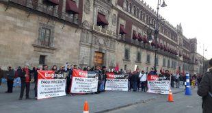 Académicos,Alumnos y Trabajadores de la UAZ se manifiestan afuera de Palacio Nacional