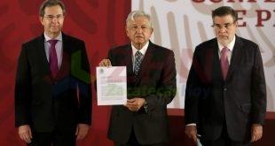 AMLO firma iniciativa para derogar Reforma Educativa