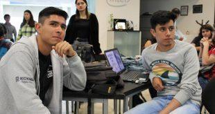 Becarios del gobierno estatal presentan proyectos tecnológicos