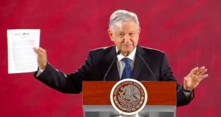 AMLO firma carta compromiso de no reelección: 'en 2024 iré a Palenque'