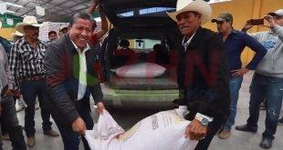 En Fresnillo y Valparaíso, David Monreal dio inicio a la distribución de 3 mil toneladas de semilla de avena (Video)