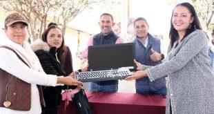 Mediante el Programa 2×1 entregan becas y equipamiento escolar a estudiantes de Cuauhtémoc