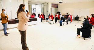 """Docentes de Río Grande presentan libro """"Geojungla, el reino geométrico"""", dirigido a estudiantes de primaria"""