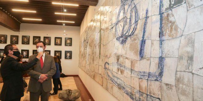 Instalan en Palacio de Gobierno mural de Juan Manuel de la Rosa; Gobernador y familia del artista le rinden homenaje póstumo